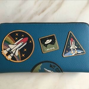 Accordion Zip WalletLeather With Space Patches